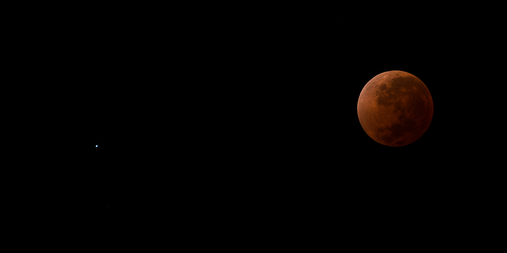 The star, Spicus, and a red Moon. Total Lunar Eclipse from Mendoza, Argentina, 2014
