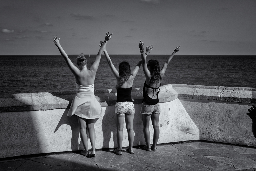 Three Girls and the Hand. Sitges, Catalunya, 2014